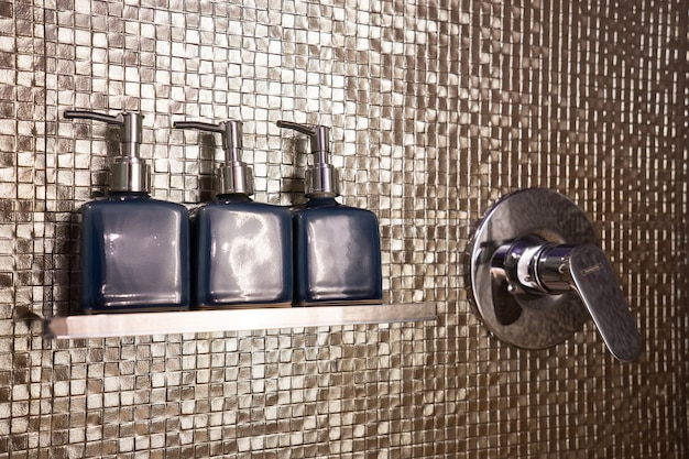 Set seife & shampoo im badezimmer