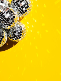 Set silberne discokugeln mit exemplarplatz