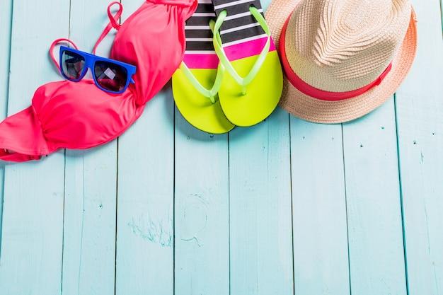 Set strandkleidung. rosafarbener bikini