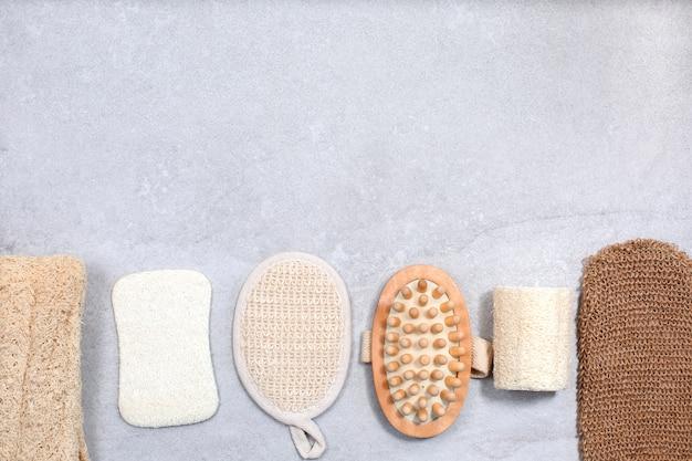 Set umweltfreundliche waschlappen und massagebürste für die körperpflege