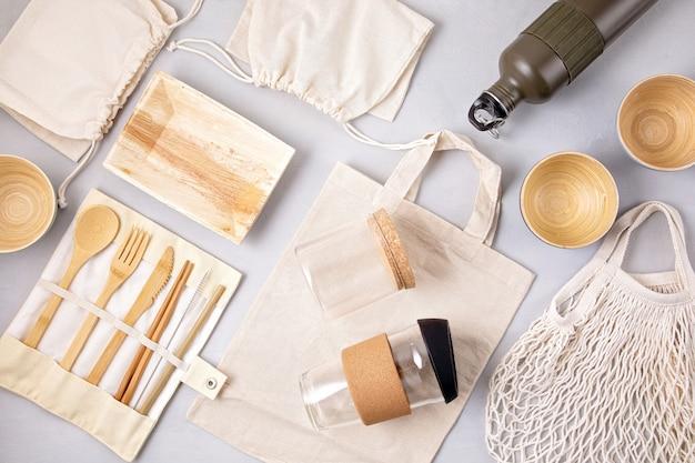 Set umweltfreundliches bambusbesteck, baumwolltasche aus mesh