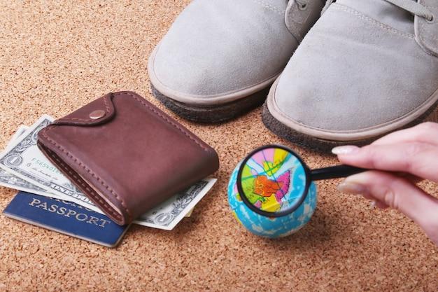 Set von herren-accessoires für touristen und reisen.