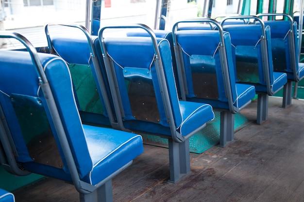 Setzen sie sich in den bus.