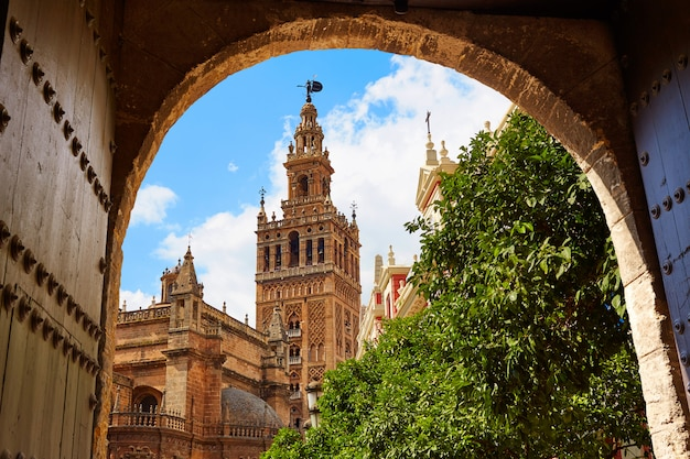 Sevilla-kathedrale giralda-turm andalusien spanien