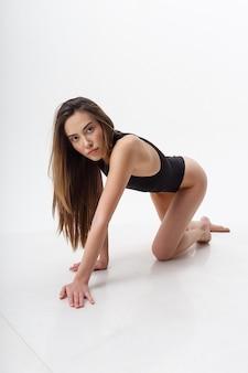 Sexy asiatische attraktive dünne frau mit langen haaren