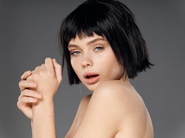 Sexy frauenporträt schwarze perücke, schönheitsporträt