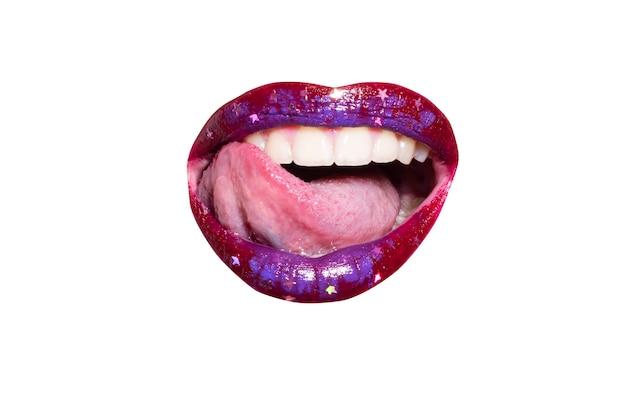 Sexy lippen makrofoto frau gesicht detail lippen make-up roter lippenstift zart sinnliche lippen schönes mädchen m...