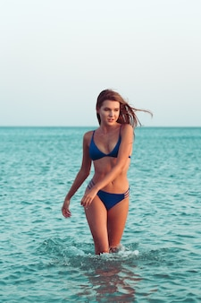 Sexy mädchen im bikini
