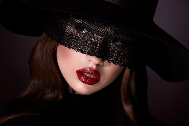 Sexy mädchen rote lippen und geschlossene augen