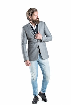 Sexy mann, brutaler macho, hipster. mit armbanduhr im business-anzug abgeben
