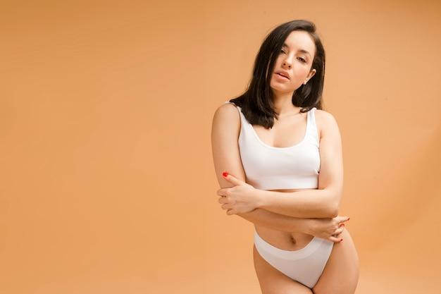 Sexy und schöne frau in unterwäsche
