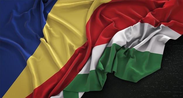 Seychellen fahne geknittert auf dunklem hintergrund 3d render