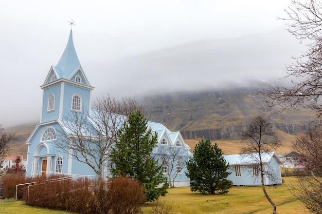 Seydisfjordur kirche