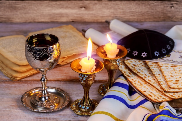 Shabbat shalom - traditionelles jüdisches challah-brot,
