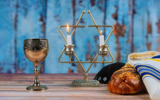 Shabbat shalom - traditionelles jüdisches ritual-challa-brot,