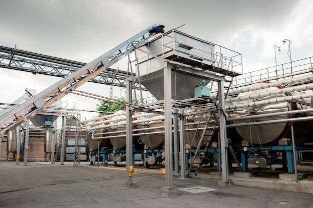 Shabo, ukraine, 29. juni 2021: moderne ausrüstung für die weinproduktion im weingut shabo, region odessa, ukraine