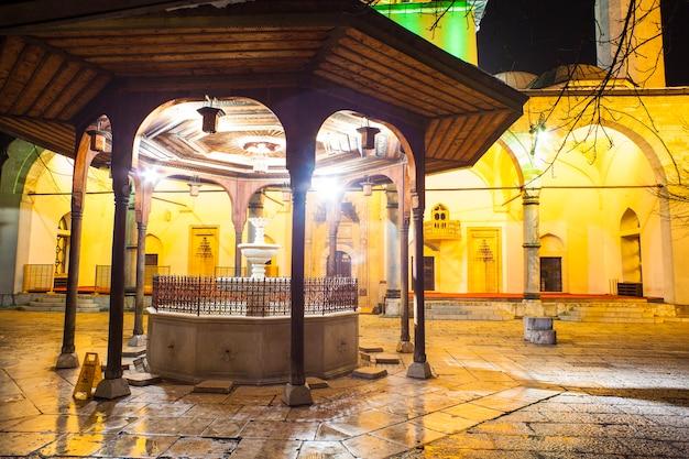 Shadirvan brunnen auf hof der gazi husrev-bey moschee, sarajevo