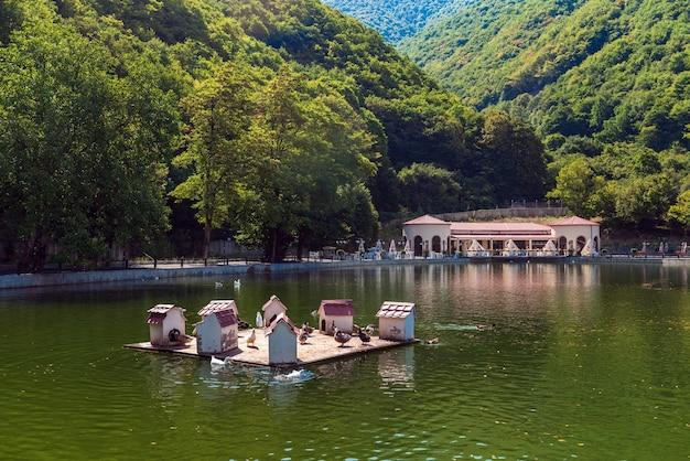 Shaki, aserbaidschan 25. august 2019 see im hotelbereich