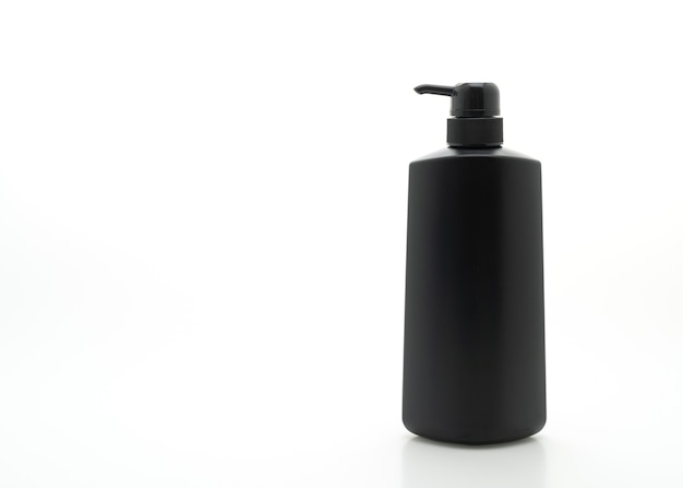 Shampoo-pumpflasche lokalisiert auf weißem hintergrund