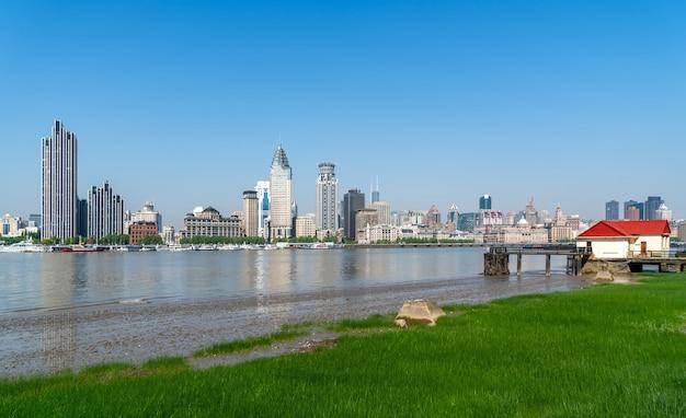 Shanghai bund gebäude und kreuzfahrtterminal