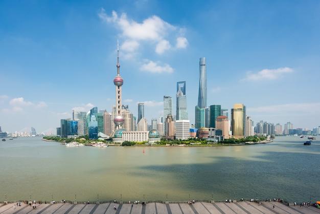 Shanghai-skyline im geschäftszentrumbezirk lujiazui pudong in shanghai, china.