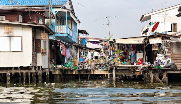 Shanty-stadt in thailand