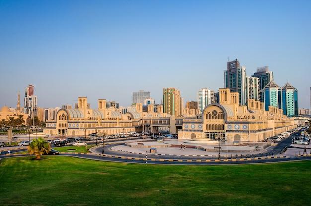 Sharjah, vae - 07. oktober, zentraler souq in sharjah city, beliebtester marktplatz für schmuck und souvenirs. bild aufgenommen am 07. oktober 2016