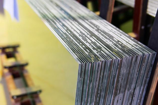 Sheets of factory stellt gehärtete, klare floatglasscheiben her, die auf maß geschnitten werden