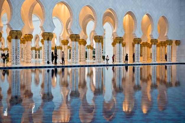 Sheikh zayed weiße moschee in abu dhabi