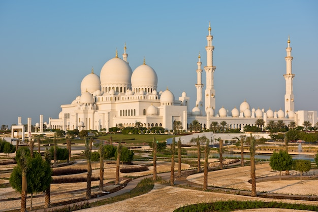 Sheikh zayed white mosque in abu dhabi, vereinigte arabische emirate