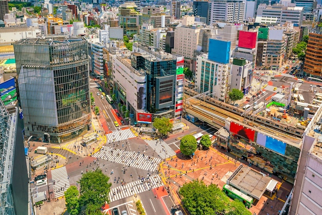 Shibuya crossing von der tageszeit von oben in tokio, japan