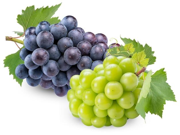 Shine muscat grape und kyoho grape mit blättern auf weiß isoliert