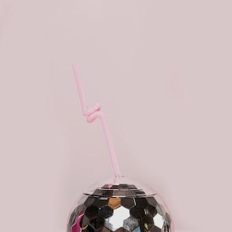 Shinny discokugelglas mit strohhalm