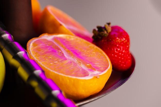 Shisha teile und frische früchte schließen