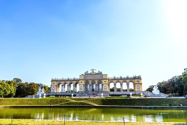 Shonbrunn gloriette im berühmten park von wien, österreich.