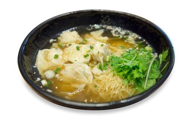 Shrimp wonton mit geschmortem schweinefleisch in suppe, asiatische küche, fokus selektiv.