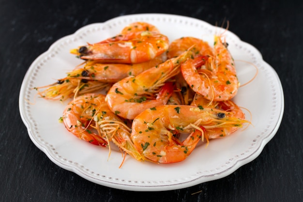 Shrimps auf teller
