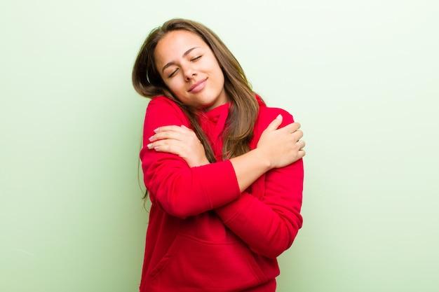 Sich verliebt fühlen, lächeln, sich kuscheln und umarmen, single bleiben, egoistisch und egozentrisch sein