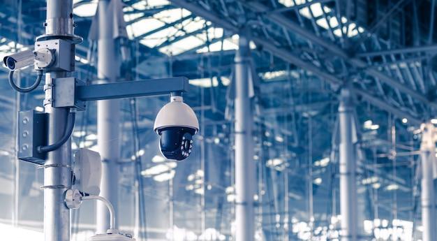 Sicherheit, überwachungskamera im bürogebäude