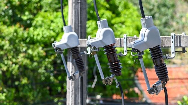 Sicherungsausschnitt zum schutz vor elektrischen kurzschlüssen von tieren.