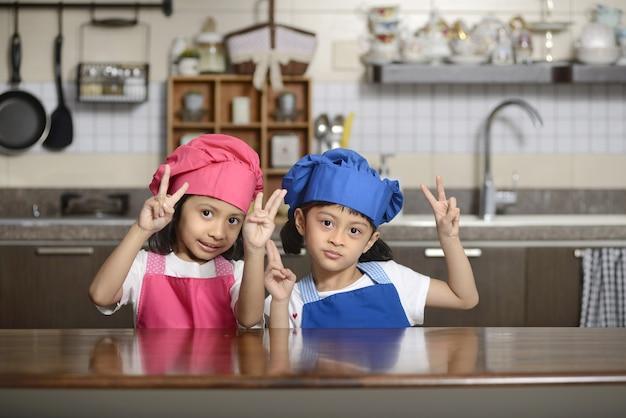 Siegeszeichen des kleinen chefs zwei
