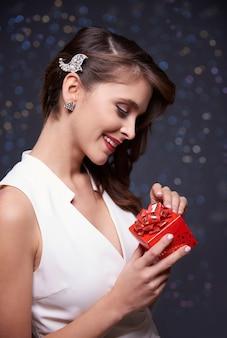 Sieh ihr weihnachtsgeschenk an
