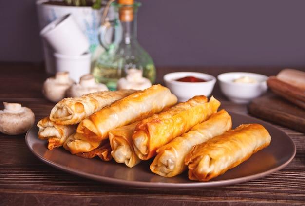 Sigara burek türkisch knusprig frittierte teigröllchen filoteig