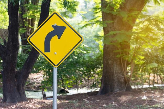 Signal biegen sie rechts in den park