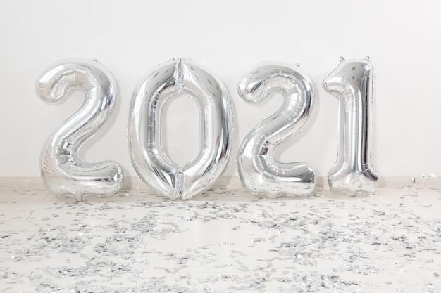 Silber 2021 luftballons am silvesterabend
