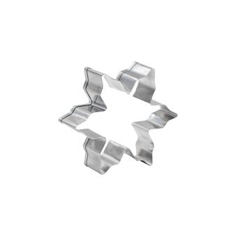 Silberfarbener edelstahl-ausstecher in form des stehenden sterns lokalisiert auf weißem hintergrund