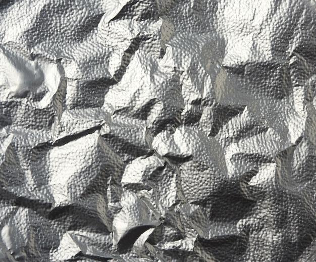 Silberne textur des zerknitterten folienblatts, vollrahmen