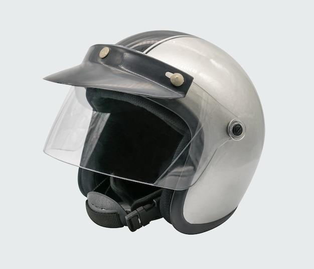 Silberner und schwarzer motorradsturzhelm lokalisiert auf weißem hintergrund mit beschneidungspfad