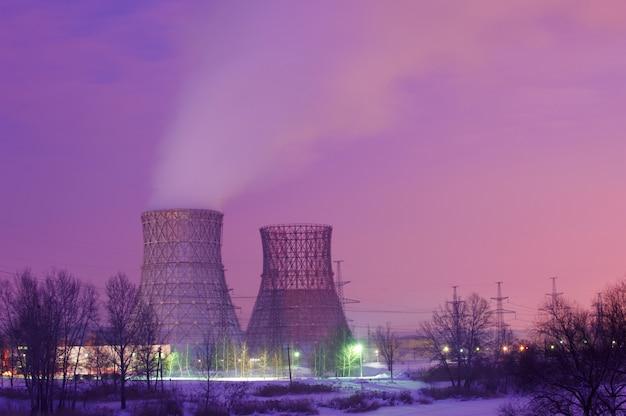 Silhouette des elektrischen kraftwerks der gasturbine
