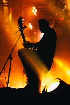 Silhouette eines musikers